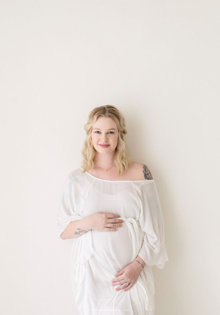 Simple and Modern Maternity Session | Bay Area Studio Maternity Photography | Bethany Mattioli Photography